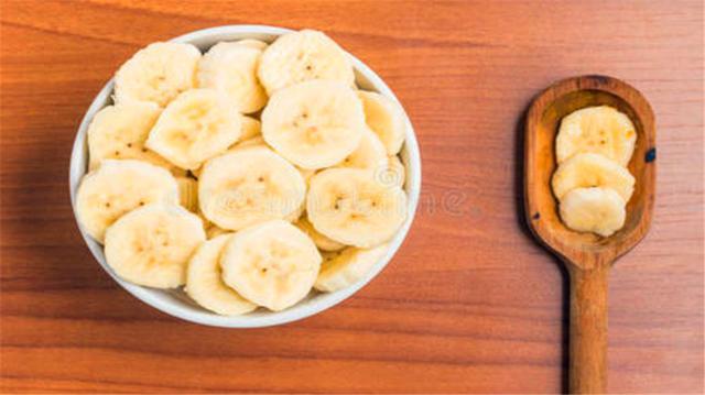 男朋友这样对待水果,香蕉切片,石榴去籽,看到火龙果赶紧嫁吧