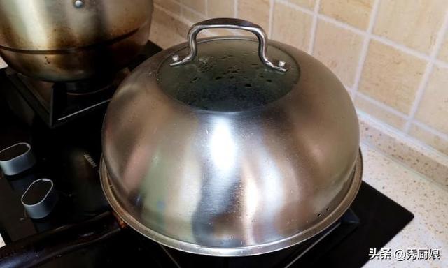 西葫芦别炒着吃了,教你秘制做法,我家三天两头就做,太香了