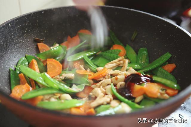 荷兰豆配这两样一起炒,色香味俱全,夏天吃清爽又美味