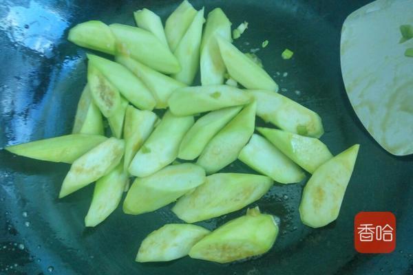 厨师长教你蚝油丝瓜的做法,多加这一步丝瓜翠绿不变黑,简单美味